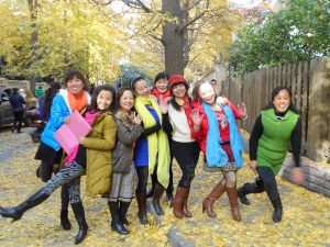 These office mates came out during their lunch hour to immortalize Autumn in a photo shoot.