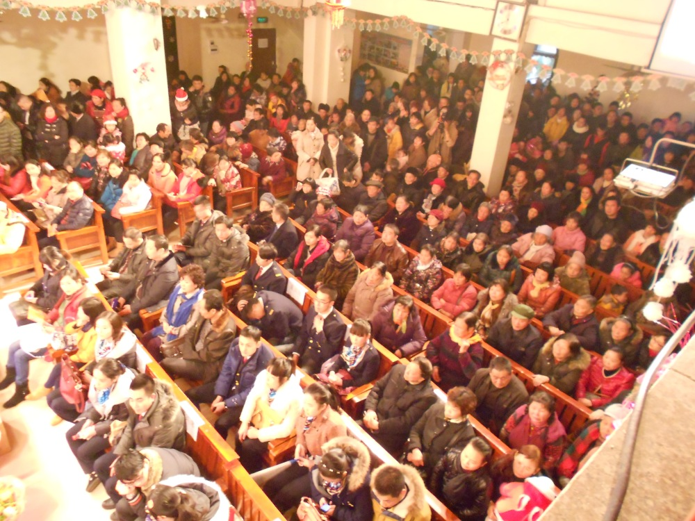 Christmas Eve at the Luzhou Protestant Church (2/6)