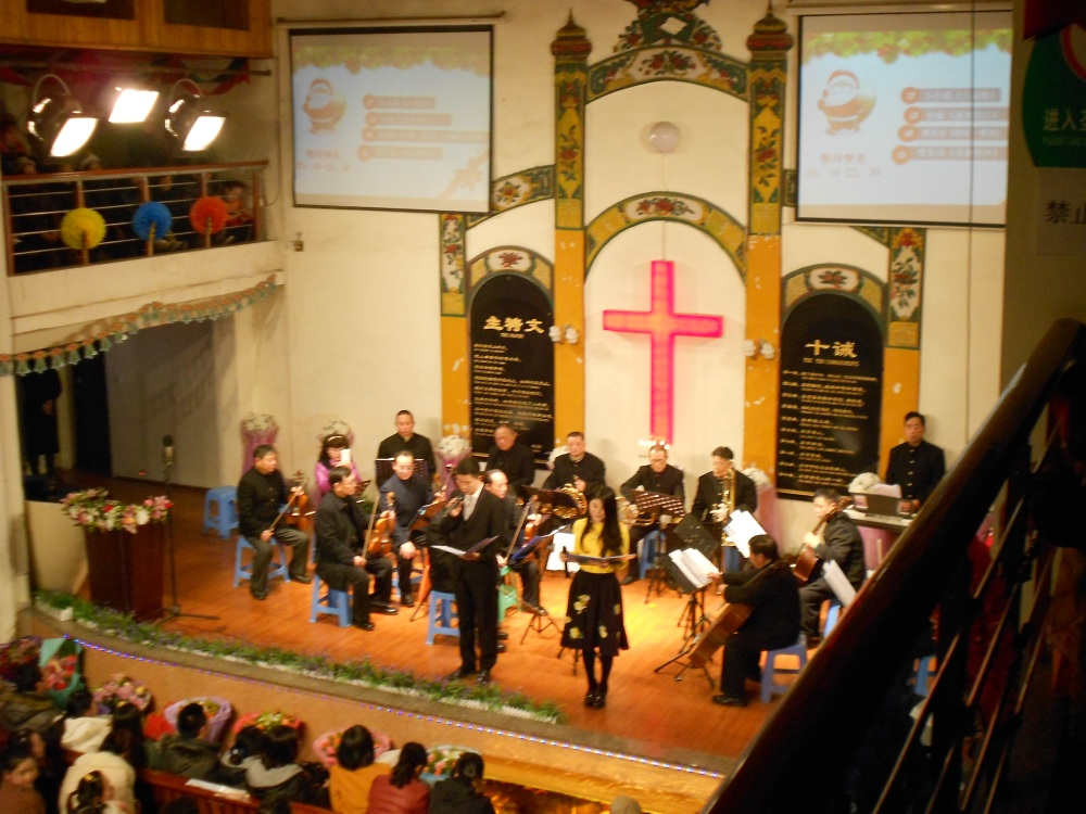 Christmas Eve at the Luzhou Protestant Church (3/6)