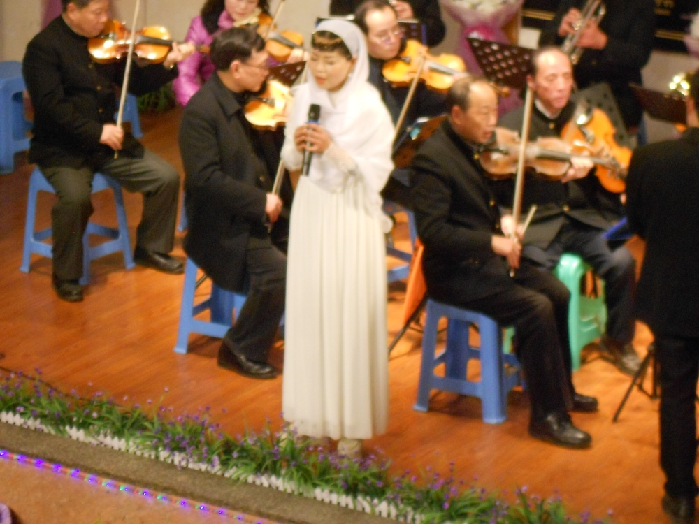 Christmas Eve at the Luzhou Protestant Church (4/6)